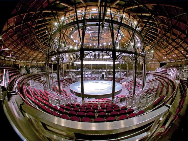 Imagem interna da arena onde Gaga deve apresentar seu novo trabalho.